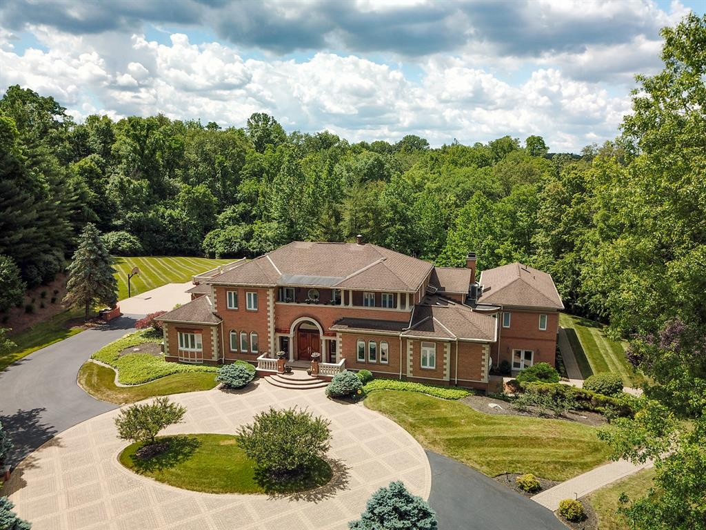11 Camargo Pines Ln Indian Hill, OH