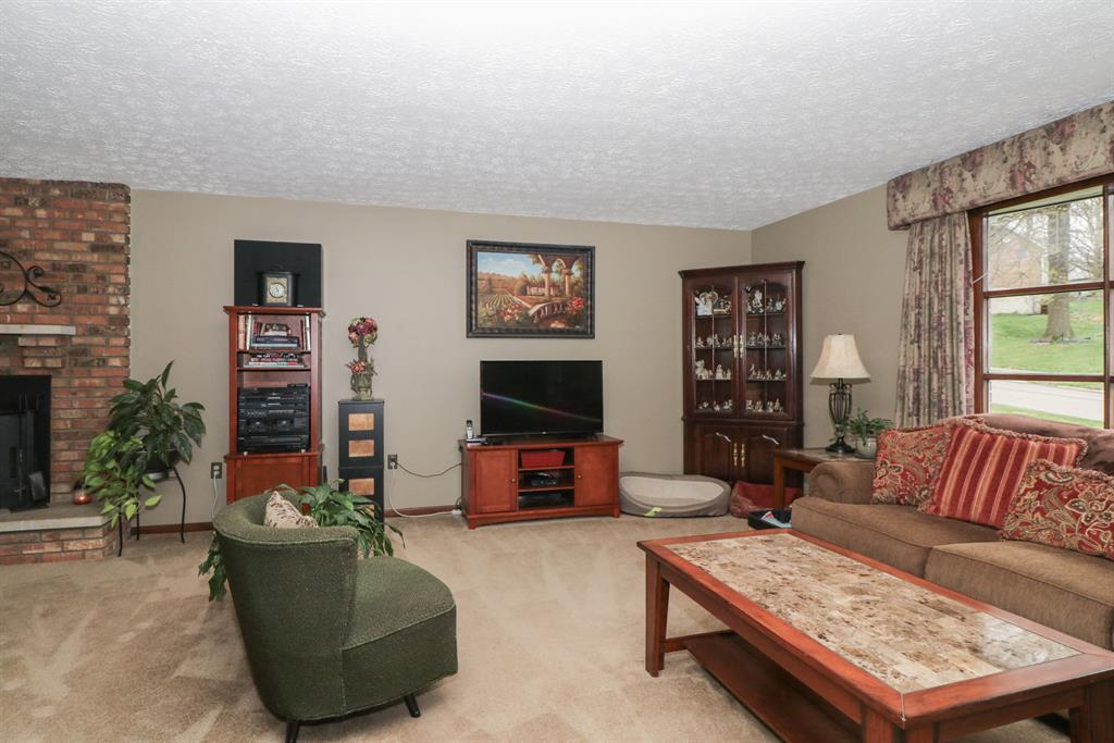 Living Room for 8557 Winthrop Cir Florence, KY 41042