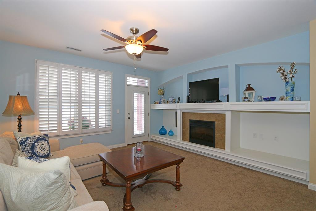 Living Room for 493 Riverpointe Dr, 6 Dayton, KY 41074