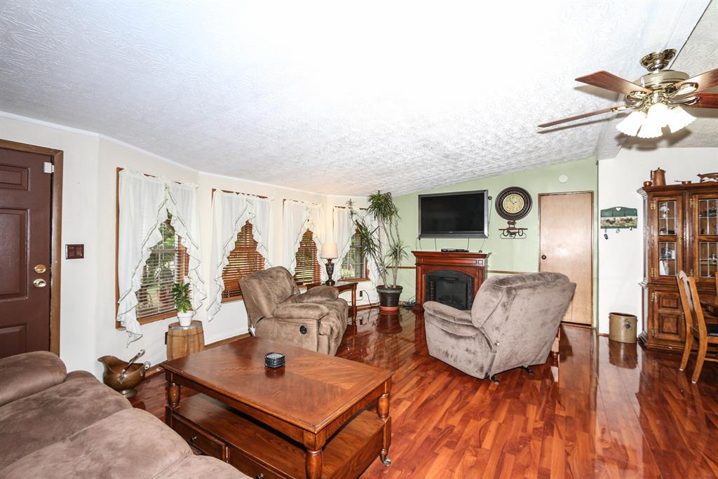 Living Room for 2838 Old 3 L Hwy Falmouth, KY 41040