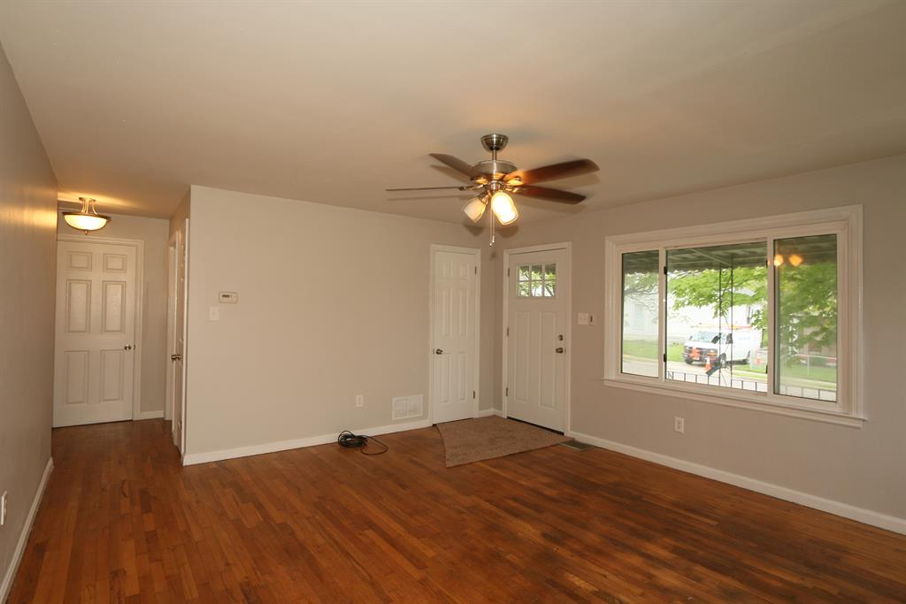Living Room for 601 Garvey Ave Elsmere, KY 41018
