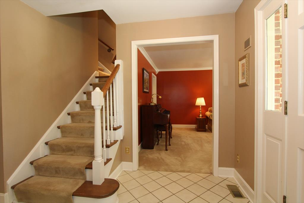 Foyer for 135 Woodspoint Dr Crestview Hills, KY 41017