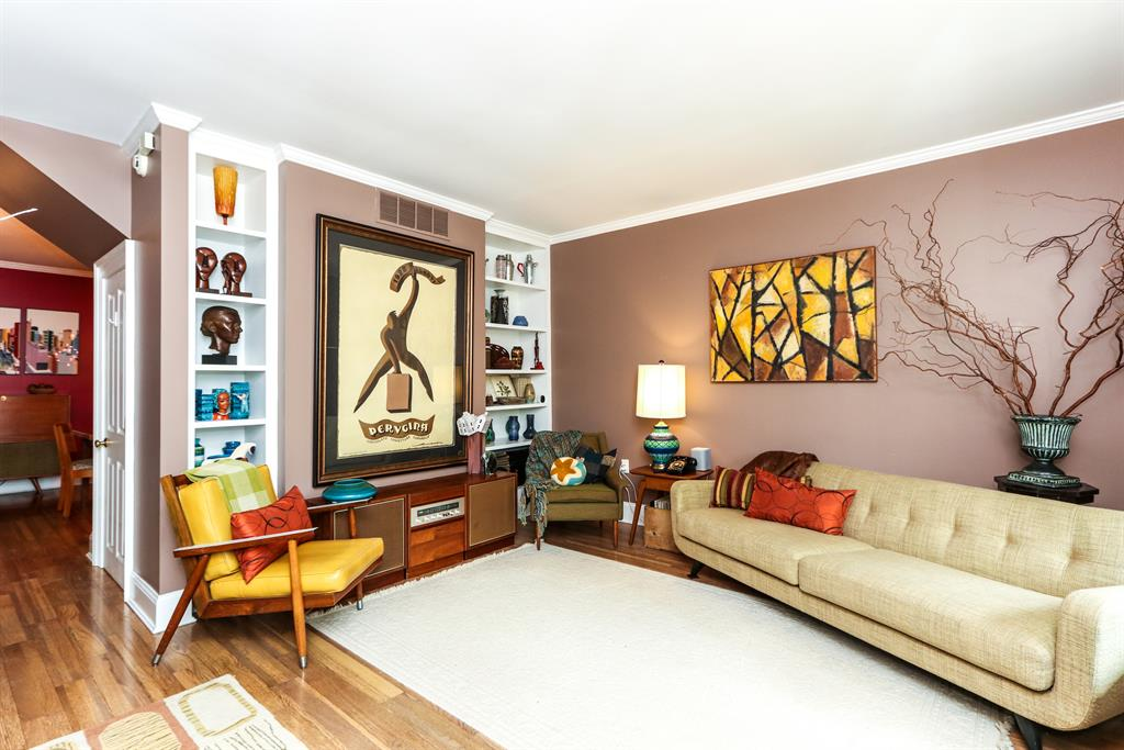 Living Room for 309 Oak St Dayton, OH 45410