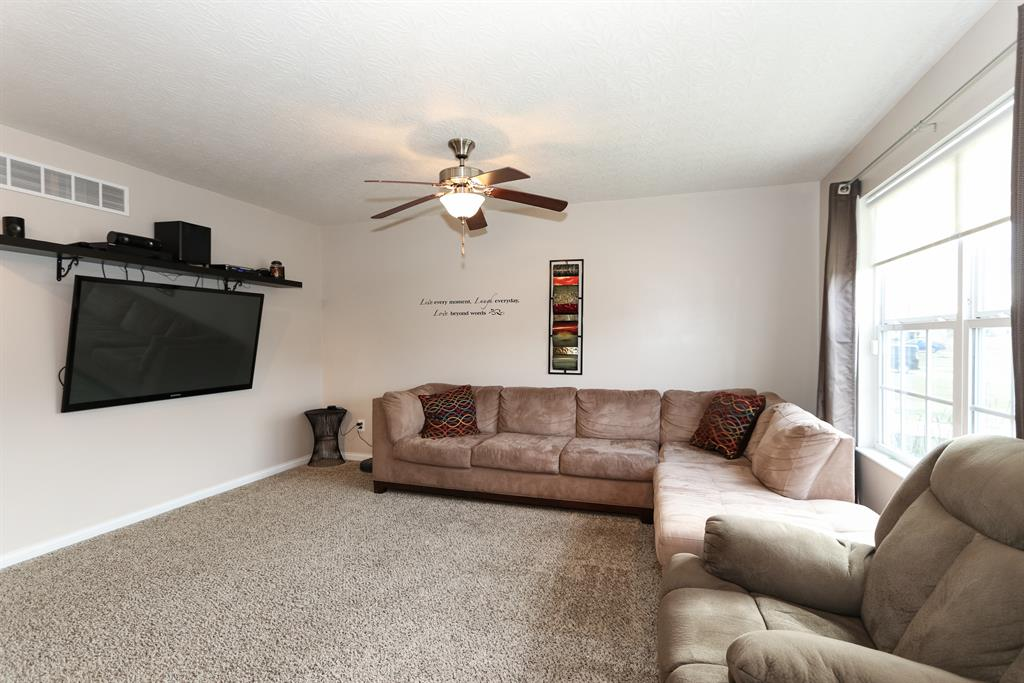 Living Room for 420 Lost Creek Dr Walton, KY 41094