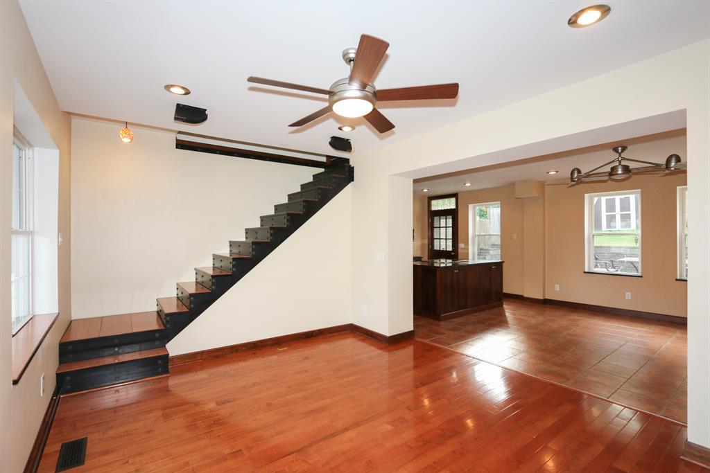 Living Room image 2 for 342 E 2nd St Newport, KY 41071