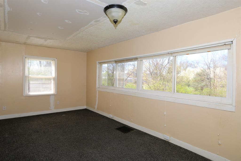 Living Room for 25 Veterans Dr Highland Heights, KY 41076