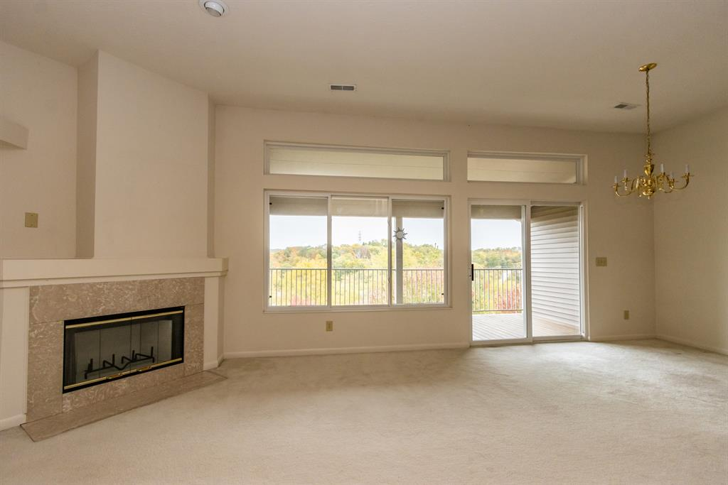 Living Room for 2141 Longford Dr Crescent Springs, KY 41017