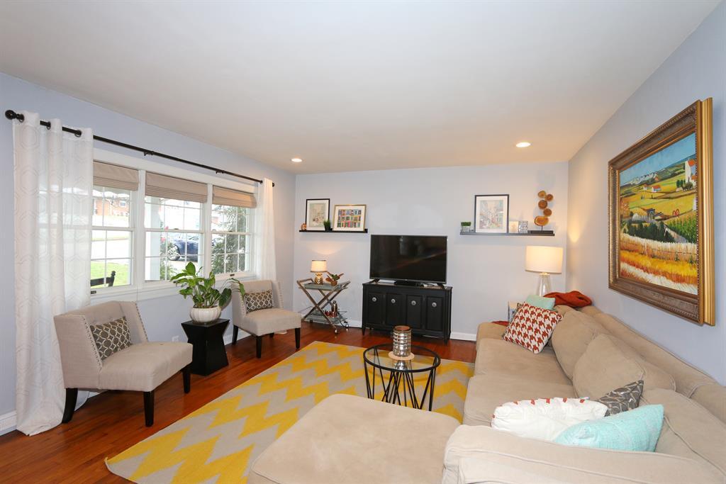 Living Room for 516 Timberlake Ave Erlanger, KY 41018