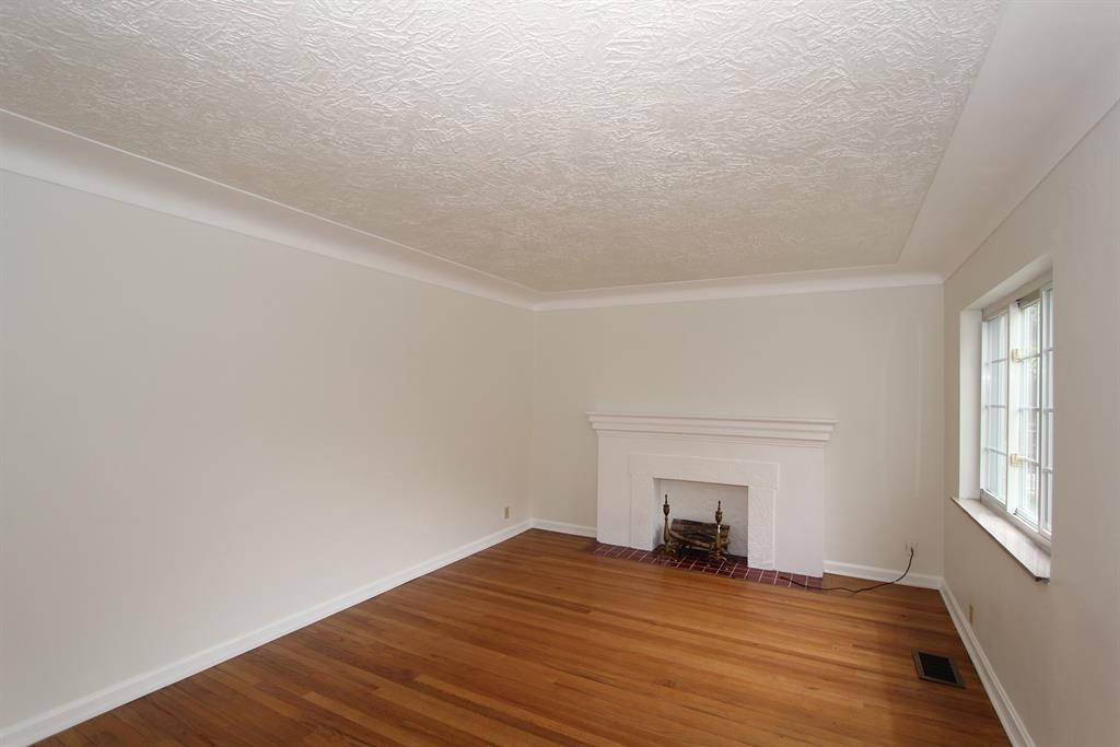 Living Room for 901 Berry Ave Bellevue, KY 41073