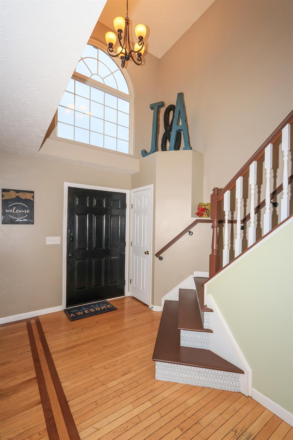 Foyer for 1678 Colonade Dr Florence, KY 41042
