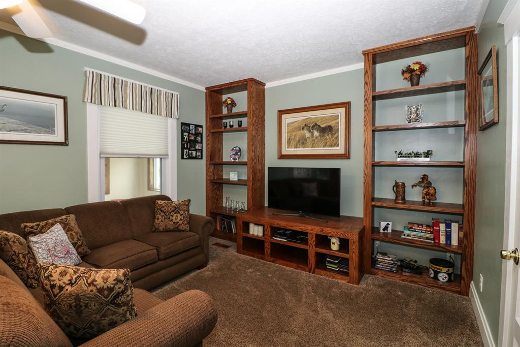 Living Room for 23 Woodsdale Ave Hartwell, OH 45216