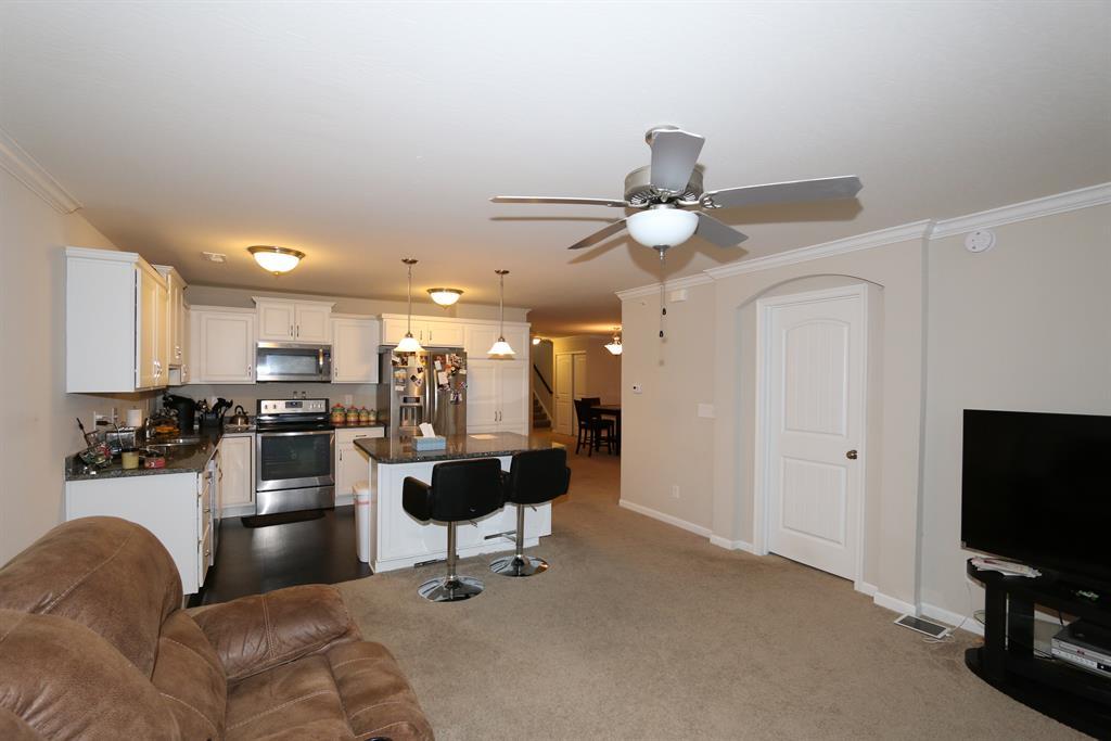 Living Room image 2 for 4148 Country Mill Rdg, 102 Burlington, KY 41005