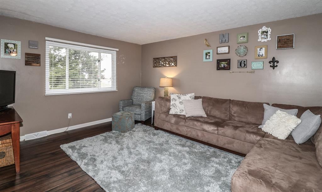 Living Room for 273 Robinson Way Elsmere, KY 41018