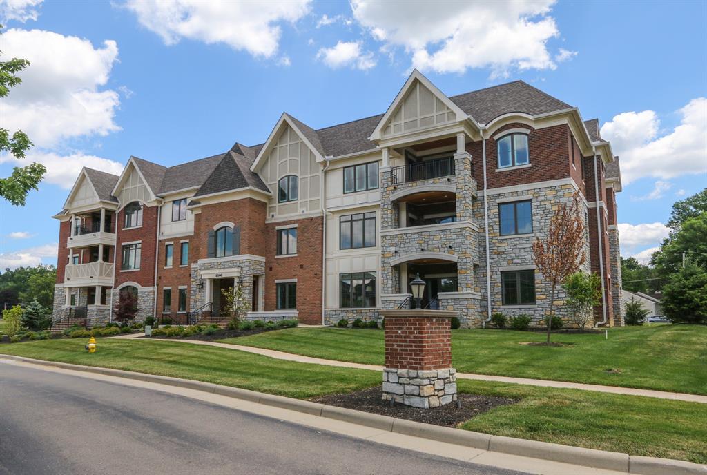 Exterior (Main) 2 for 9506 Park Manor Blvd, 204 Blue Ash, OH 45242
