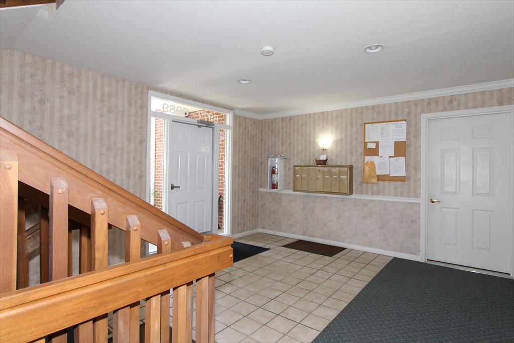 Lobby for 6981 Parkview Dr, 10 Florence, KY 41042
