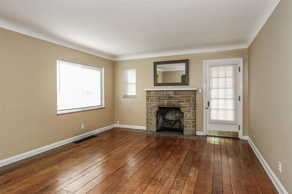 Living Room for 1712 Stoneybrook Dr Roselawn, OH 45237