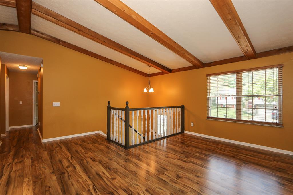 Living Room for 52 Sagebrush Ln Erlanger, KY 41018
