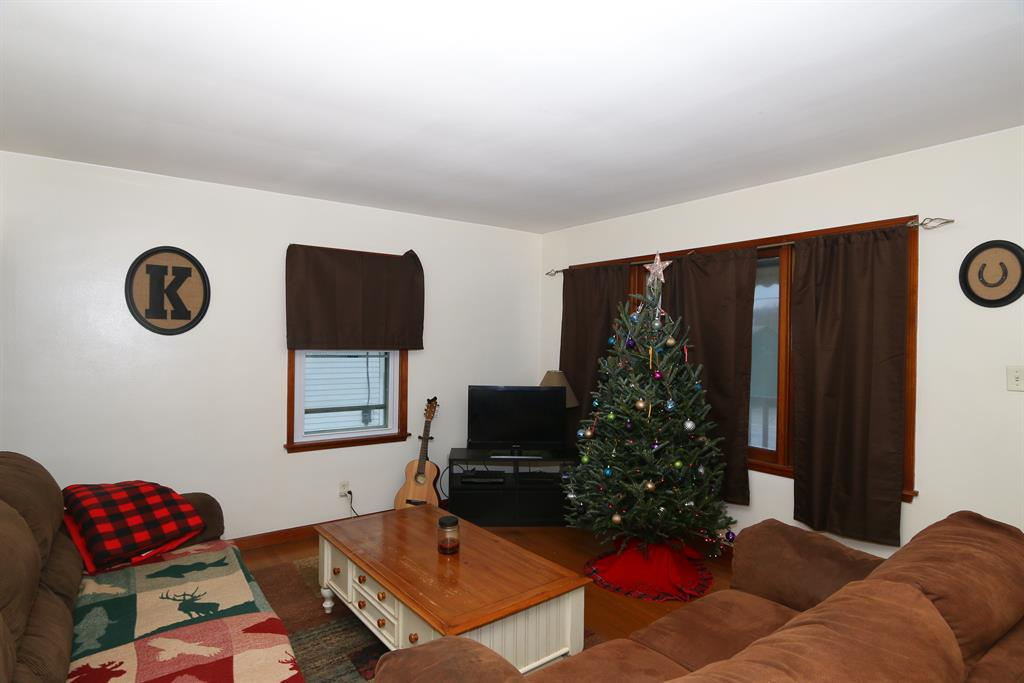 Living Room for 219 Shelby St Bromley, KY 41016