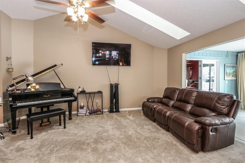 Living Room for 661 Walden Way Bellbrook, OH 45440