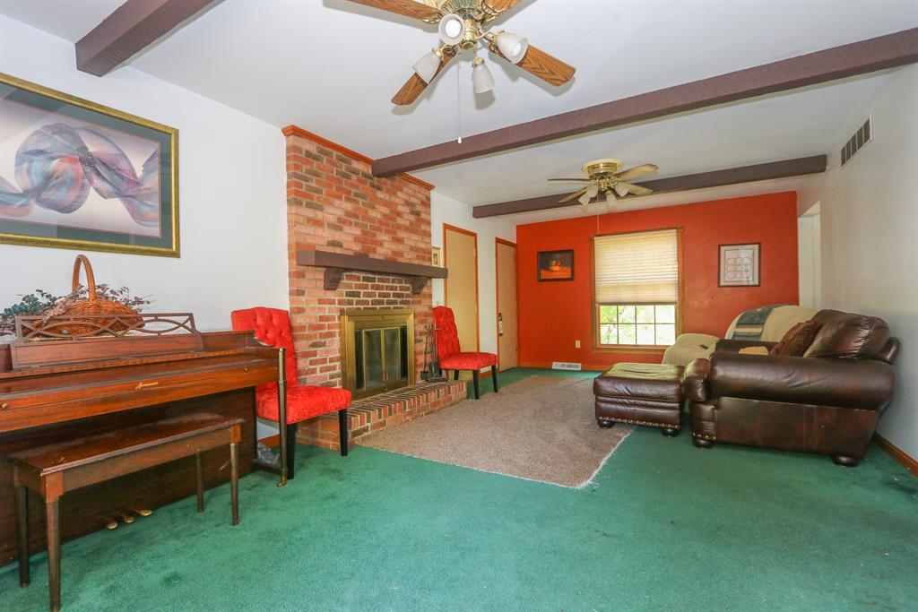Living Room for 812 Mary St Villa Hills, KY 41017