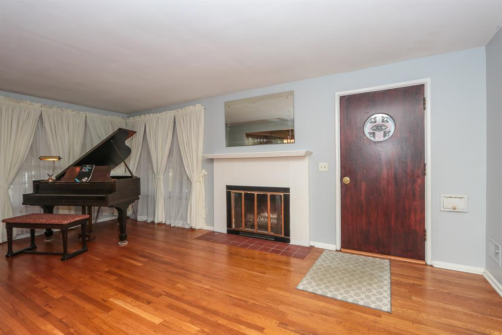 Living Room for 3044 Coral Park Dr Westwood, OH 45211