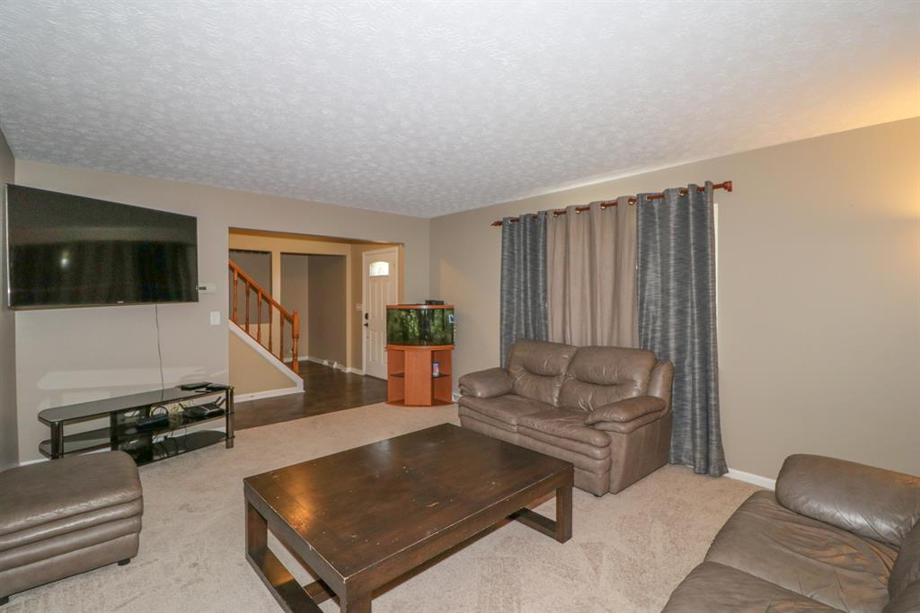 Living Room for 11 Yealey Dr Florence, KY 41042