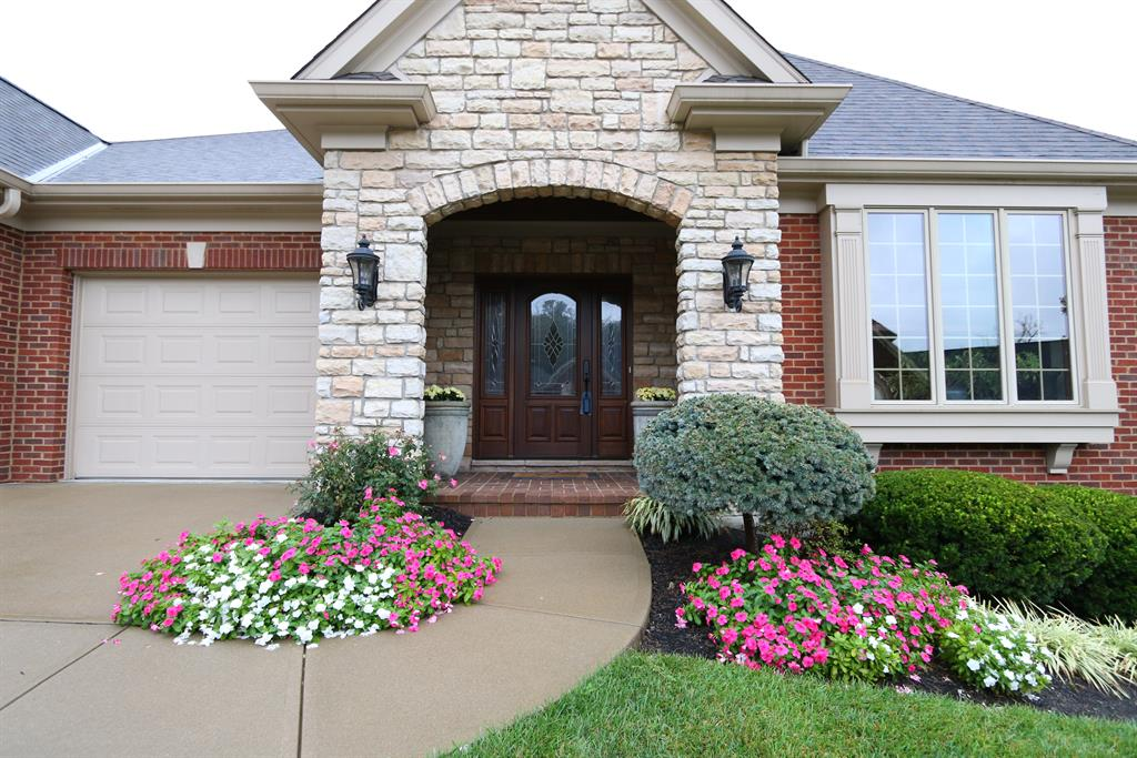 Entrance for 815 Woodside Ct Villa Hills, KY 41017