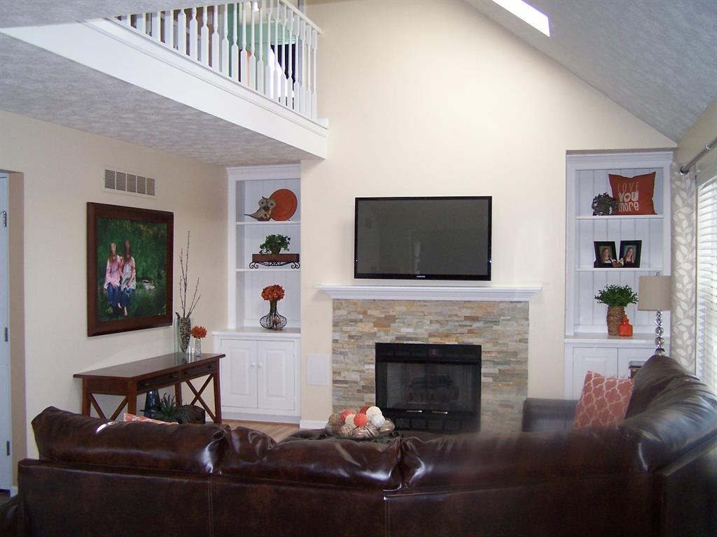 Great Room for 658 Lakeshore Dr Hamilton Twp., OH 45039