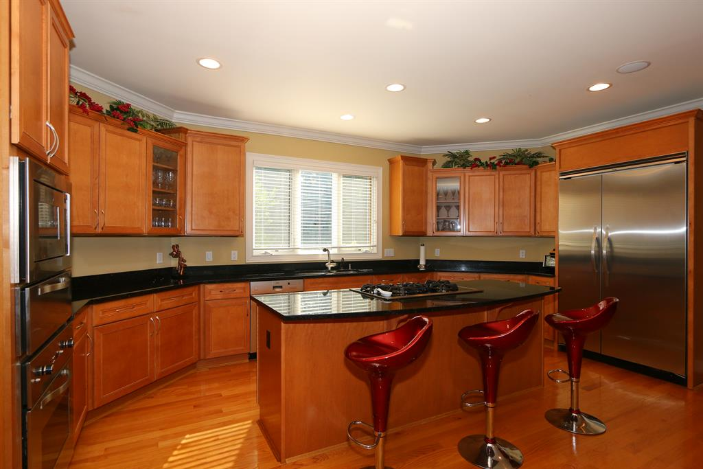 Eat-in Kitchen for 8327 Old Hickory Dr Indian Hill, OH 45243