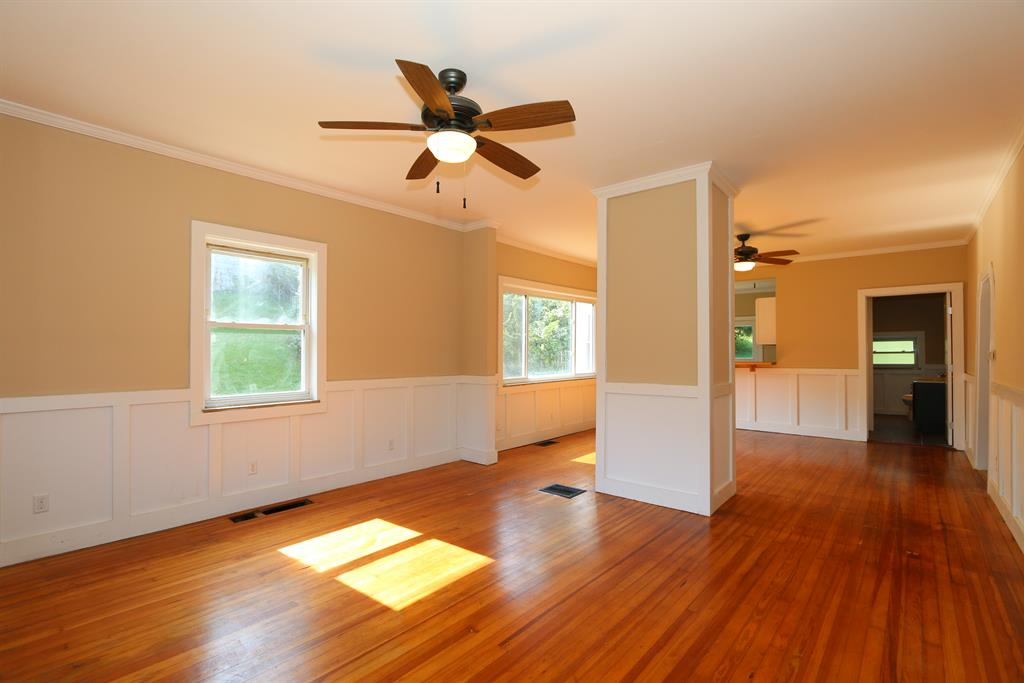 Living Room for 26 E Crescent Ave Woodlawn, KY 41071