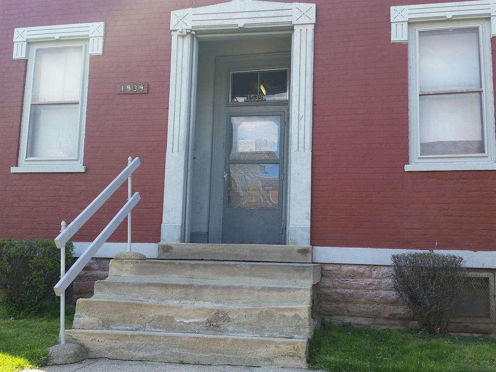 Entrance for 1539 Scott St Covington, KY 41011