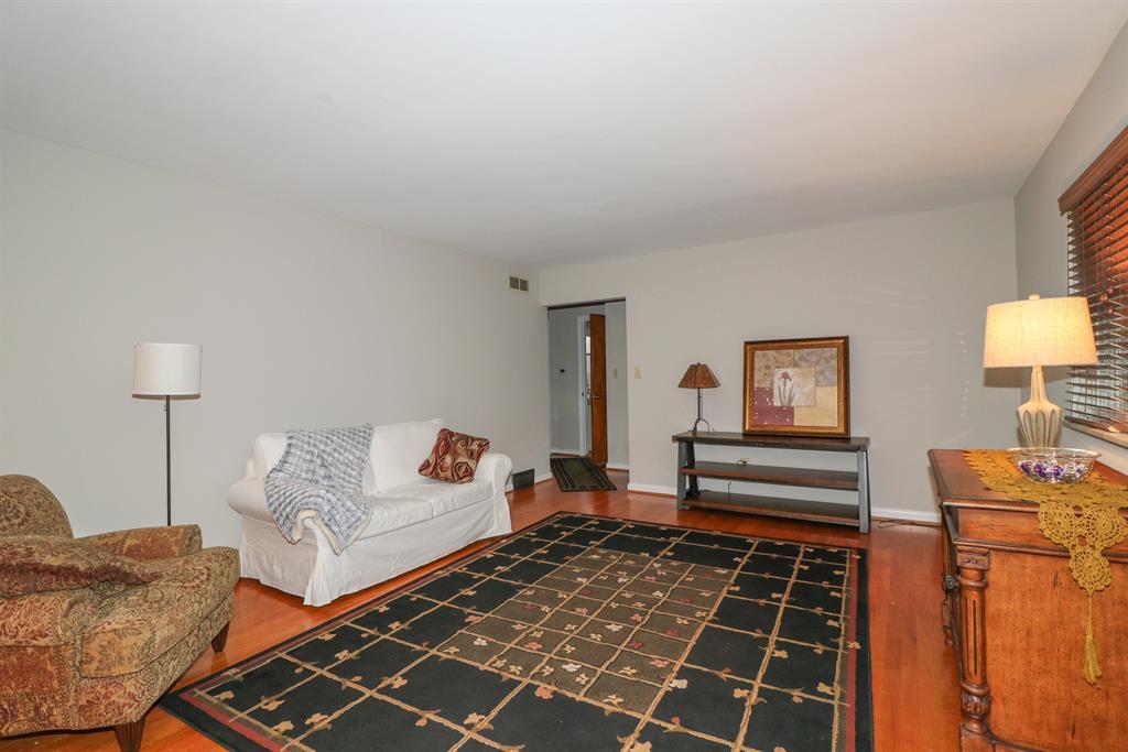 Living Room for 32 Sunset Dr Alexandria, KY 41001