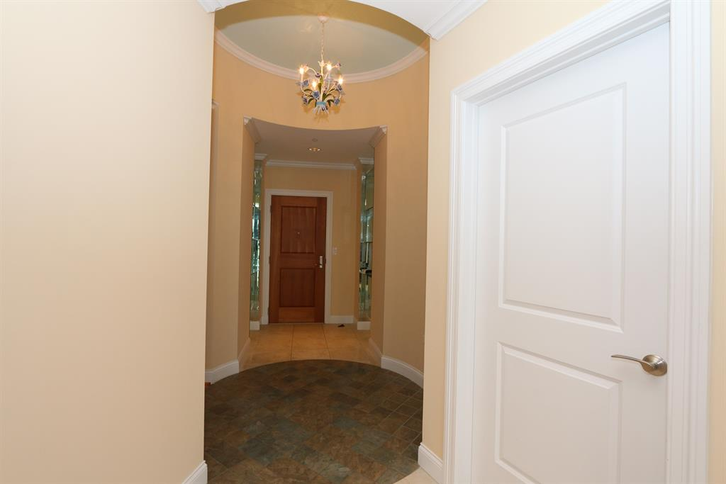 Foyer for 400 Riverboat Row, 2003 Newport, KY 41071