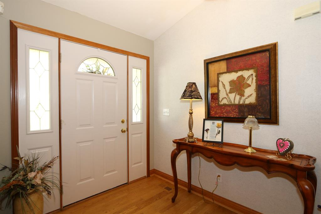 Foyer for 511 Elk Ridge Ln Bright, IN 47025