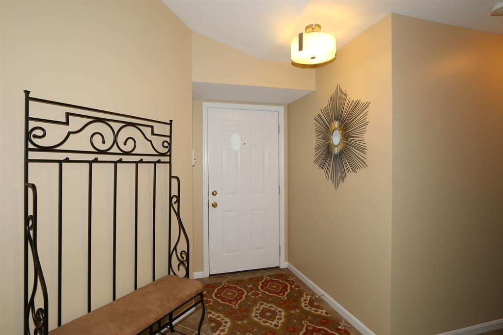 Foyer for 40 Noonan Ct, L Highland Heights, KY 41076
