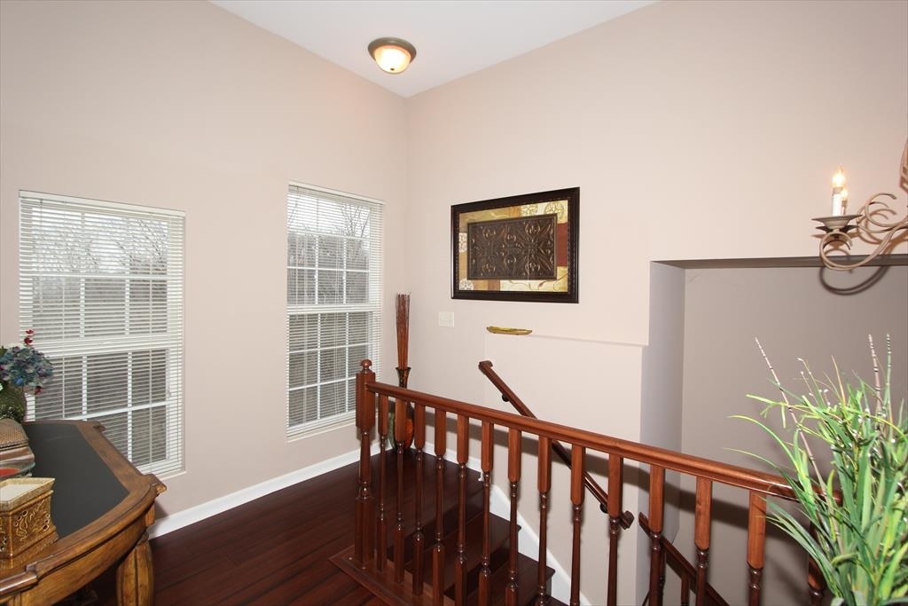 Foyer for 373 Southwind Ln Ludlow, KY 41016