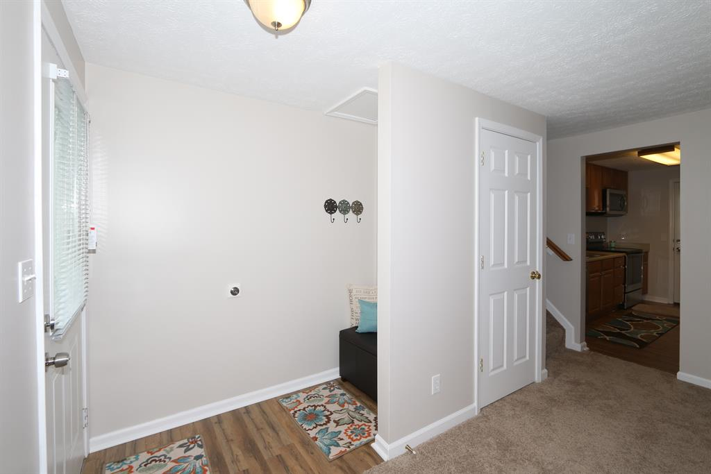 Foyer for 14 Hideaway Dr Covington, KY 41017