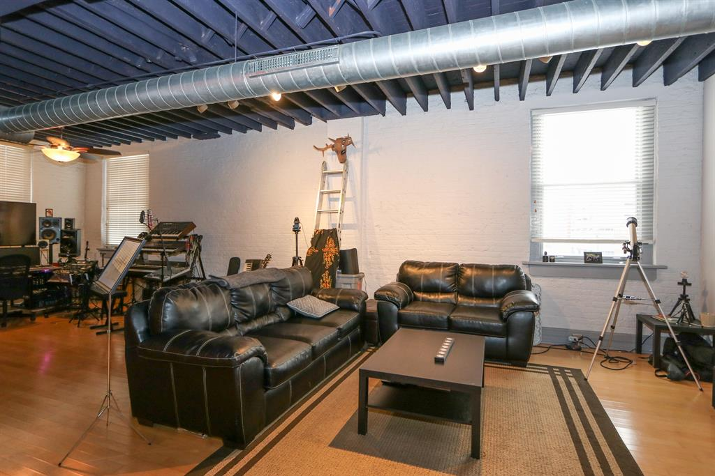 Living Room for 215 Ice Ave, 205 Dayton, OH 45402