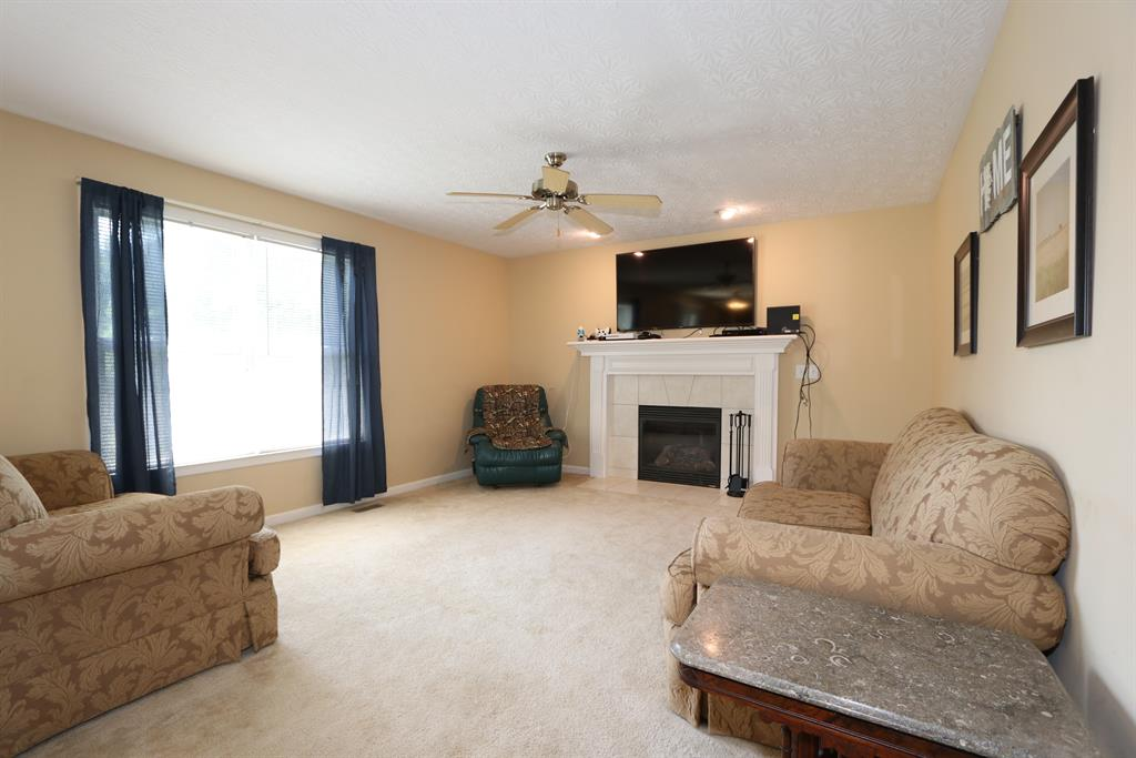 Living Room for 5111 Hill Springs Ct Lawrenceburg, IN 47025
