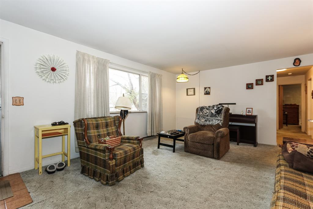 Living Room for 5533 Garrett Dr Miami Twp. (East), OH 45150