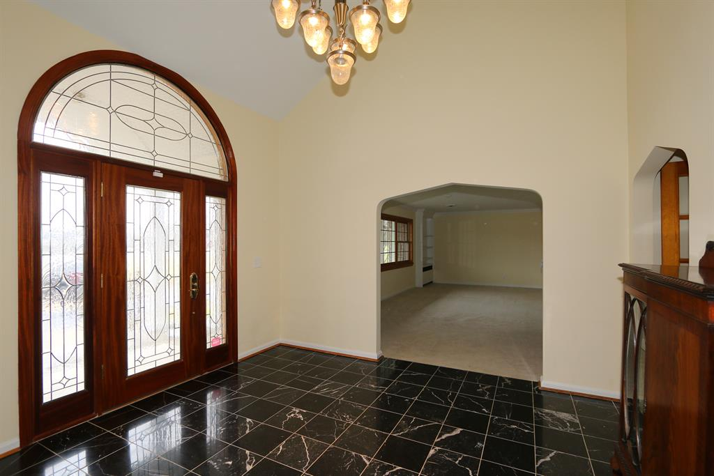 Foyer for 2651 Dixie HWY Lakeside Park, KY 41017
