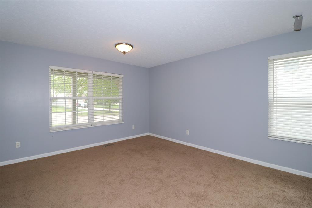 Living Room for 753 Oak Forest Dr Hamilton Township, OH 45152