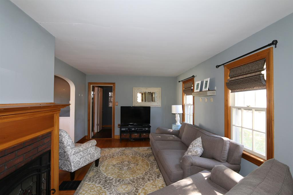 Living Room for 742 Snowhill Blvd Springfield, OH 45504