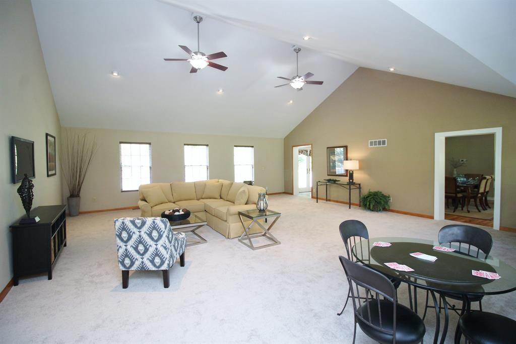 Living Room for 1061 Montague Rd Park Hills, KY 41011