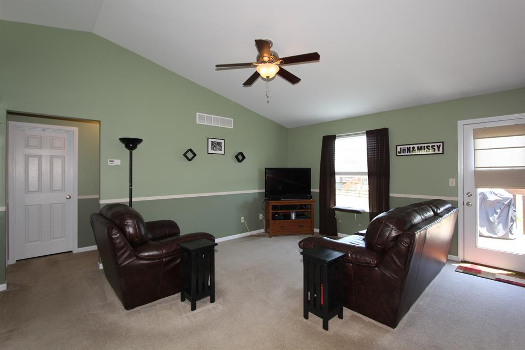 Living Room for 419 Sunnybrook Dr Florence, KY 41042