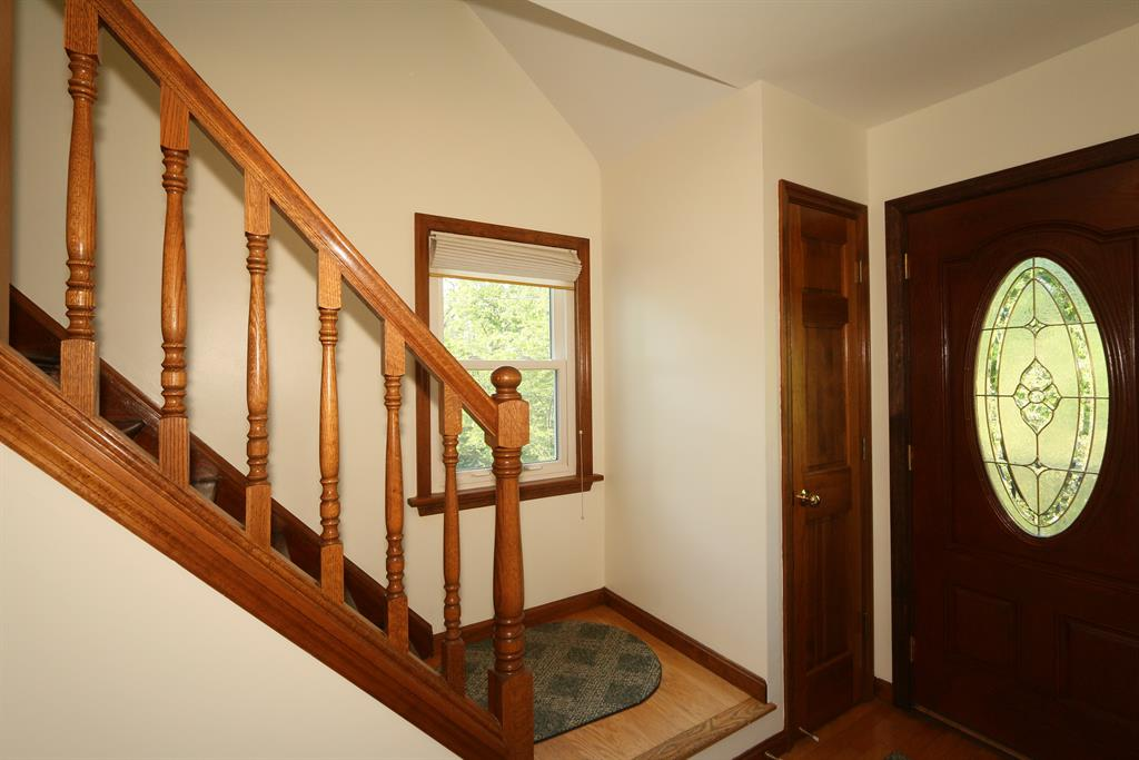 Foyer for 4 Cherry Ln Southgate, KY 41071
