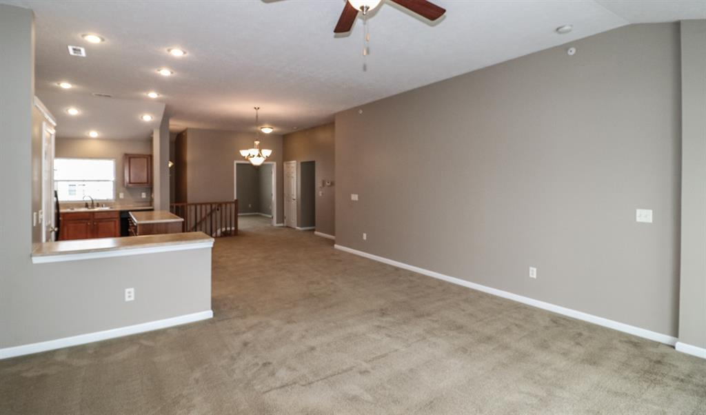 Living Room for 920 Waterpointe Ln Erlanger, KY 41018