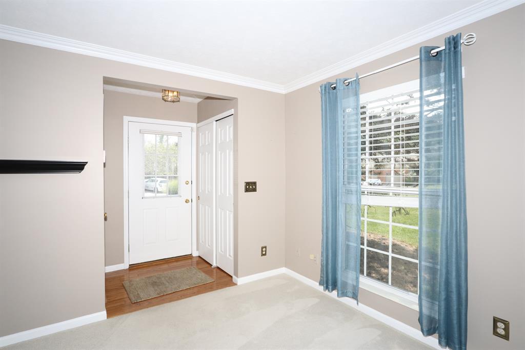 Foyer for 4998 Gareth Ln Sharonville, OH 45241