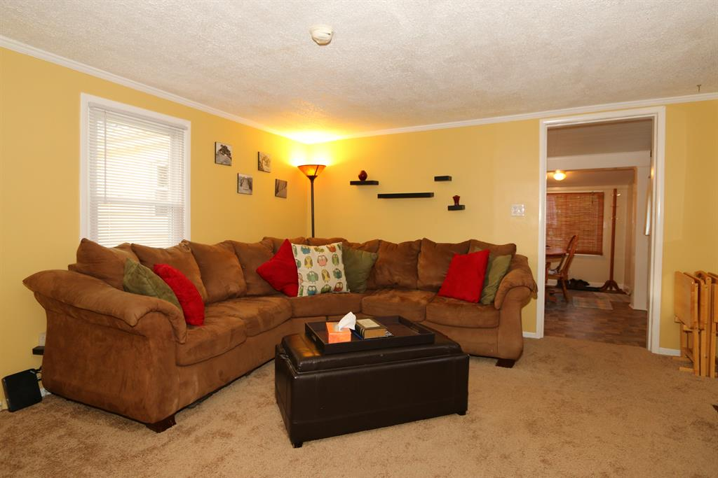 Living Room for 212 Eastern Ave Elsmere, KY 41018
