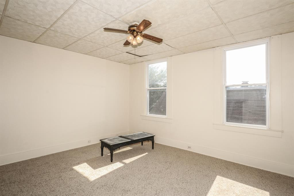 Living Room for 907 Columbia St Newport, KY 41071